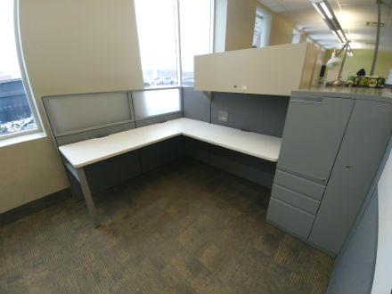 TAYCO PANEL WORKSTATIONS INCLUDING STORAGE TOWER
