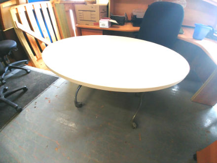 MOBILE OVAL SHAPE TABLE